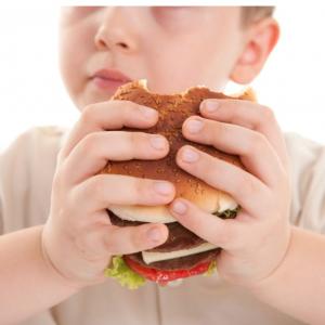 Obezitesi Olan Çocuğun Beslenmesi Nasıl Olmalı?